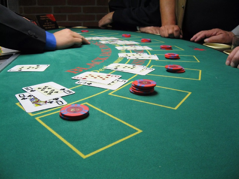Luxurious Blackjack Table With Pedestal Legs and Metal Locking Tray Review